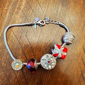🎉5/$10 Avon Holiday bracelet